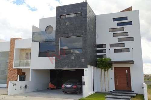 Casa En Venta Con Alberca, Fraccionamiento Cumbres Del Lago, Juriquilla, Querétaro