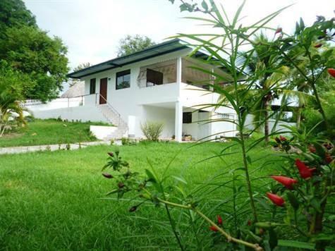 Hermosa Casa Familiar De Dos Niveles Por Tan Solo $135,000
