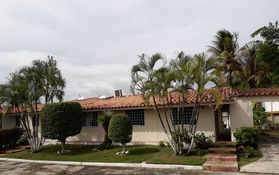 Casa En Venta Villa Del Este 19-14592 Telf: 04245934525 Mc