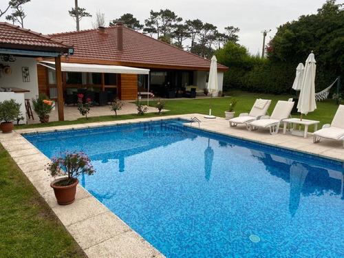 Gran Casa En Parada 16 De Playa Mansa, 4 Dormitorios, Piscina- Ref: 365