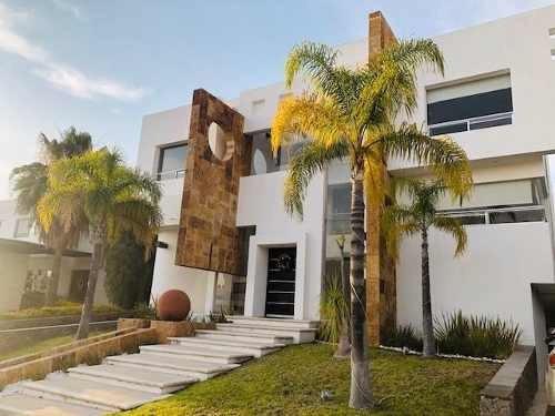 Residencia Amueblada En El Club Regency Jurica. $90,000