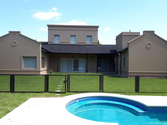Casa 4 Dormitorios,3 Baños Y Pileta- 340 Mts 2 - Abril Club De Campo