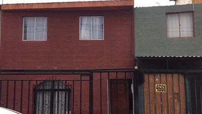 Casa 4 Dormitorios, Cocina, Living, Segundo Piso, 2 Baños.