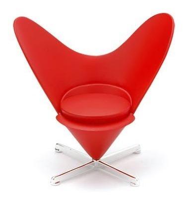 Miniatura Poltrona Heart Cone Chair . Designer Verner Panton
