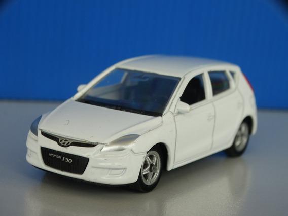 Hyundai I30 Branco - Welly - Esc. Aprox. 1:64 - Loose