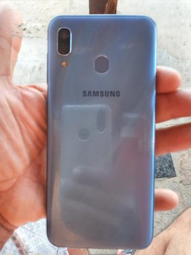 Imagem 1 de 2 de Celular Samsung A30 32 Giga