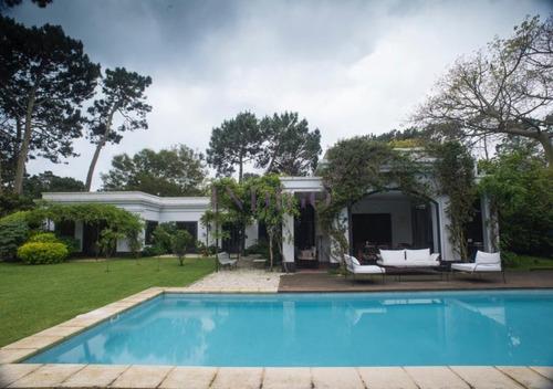 Casa En Alquiler En Punta Del Este, 3 Dormitorios Y Pileta.- Ref: 471