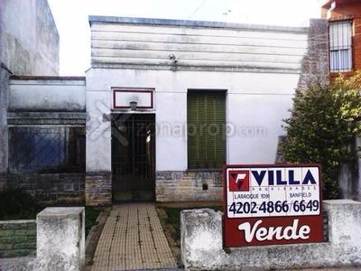 Casa Antigua A Reciclar Sobre Tucumàn Al 1200