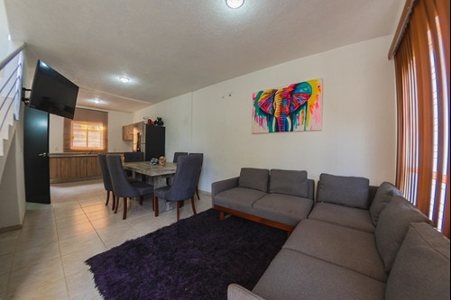 Casa En Venta De 2 Niveles En Villas Las Palmas