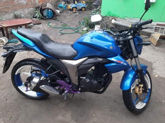 Moto Suzuki 1550 2018