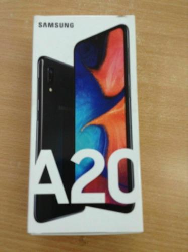 Samsung Galaxy A20 Negro 32gb 3gb Ram 13 + 8 + 5mp Cámara 6.