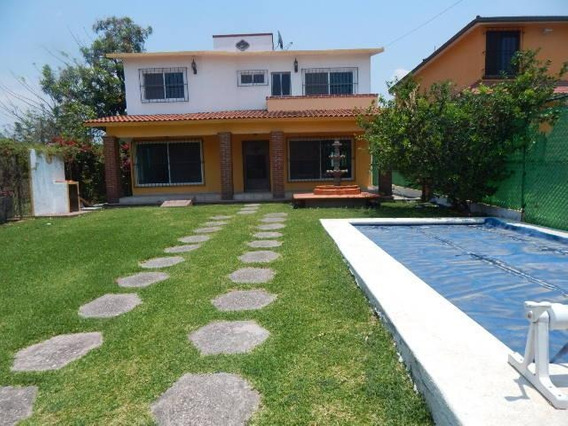 Casa Con Alberca Ubicada En El Fracc. Vergeles De Oaxtepec