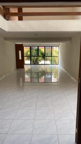 Casa De 330m2 4r / 3.5b / 3a Cerca Del Parque