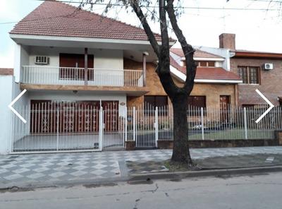 Importante Chalet En Zona Monte Grande Centro