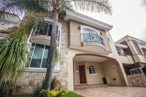 Casa En Venta En Virreyes Residencial, Zapopan Jal.