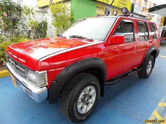 Nissan Pathfinder 3200 Mt