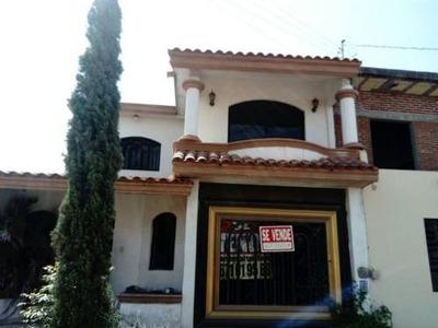 Casa En Venta En Col. Agustina Ramirez
