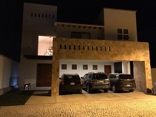 Casa En Venta - Arco De Piedra - C1510