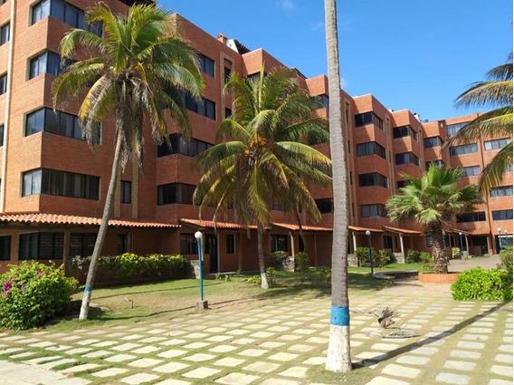 Apartamento En Tucacas, Res. Playa Dorada. Foa-674