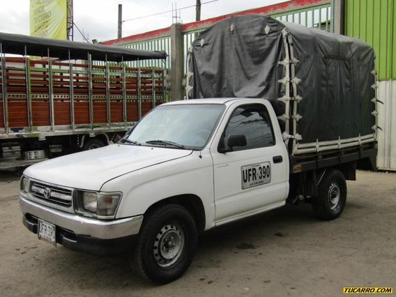 Toyota Hilux 2.4 Estacas