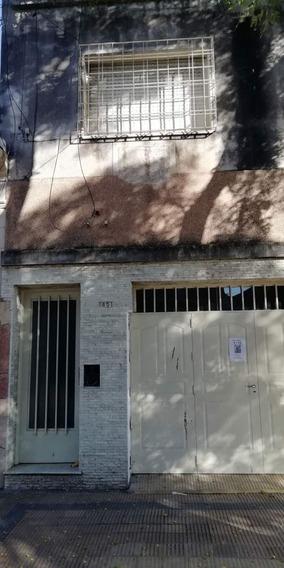 Casa En Venta En Alta Cordoba De 2 Dormitorios, Casa En Planta Alta Por Escalera