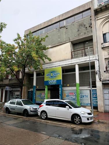 Excelente Local De 774m2 A Metros De Gral Flores