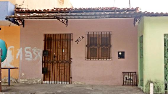 Casa Com 2 Quartos, Sala, Cozinha E 2 Banheiros