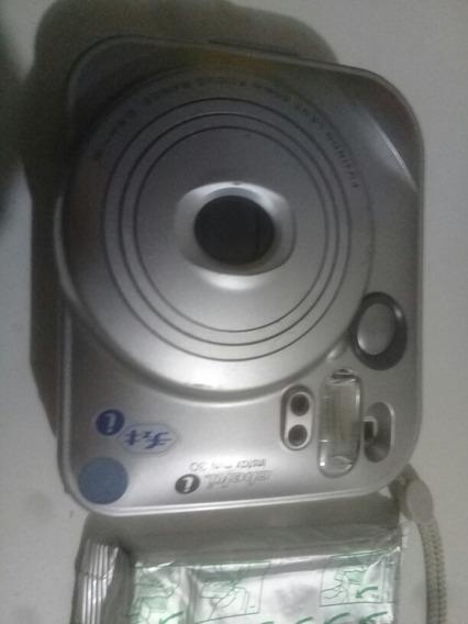 Antiga Câmera Máquina Fotográfica Instantânea Fuji Quebrada