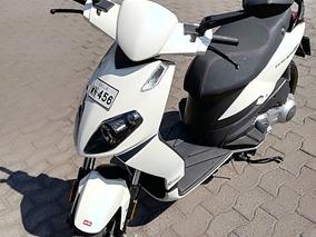 Moto Scooter Aprilia 125 Blanca Impecable Con Solo 2000 Km