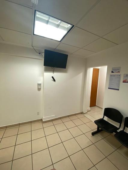 Consultorio Médico Con Almacén Y Sala De Espera