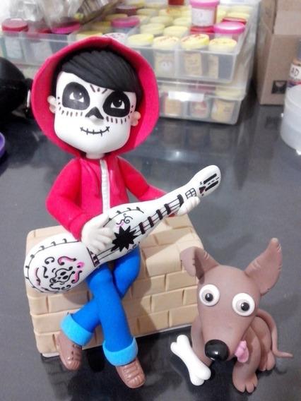 Coco Miguel Y Su Perro Adorno En Porcelana Fría