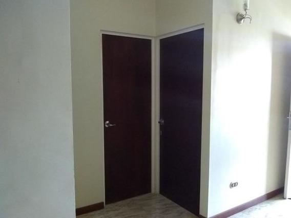 Casa En Alquiler Zona Norte Barquisimeto Lara 20-2314