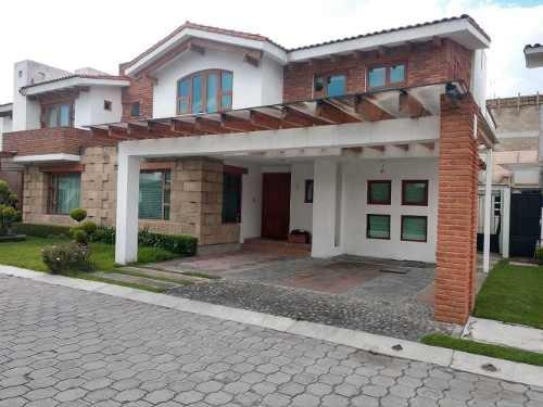 Casa En Venta Ubicada En Fraccionamiento De Metepec