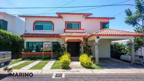 Venta De Hermosa Casa En Fracc. Lomas De Cocoyoc