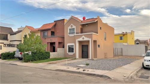 Imagen 1 de 14 de Casa De 3 Recámaras En Sevilla Residencial