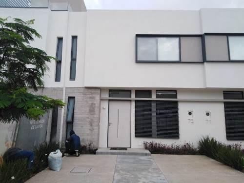 Excelente Residencia En Venta En El Sur De Guadalajara Junto A Nueva Galicia
