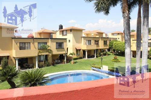 Venta De Casa En Condominio Con Alberca En Cuernavaca Morelos