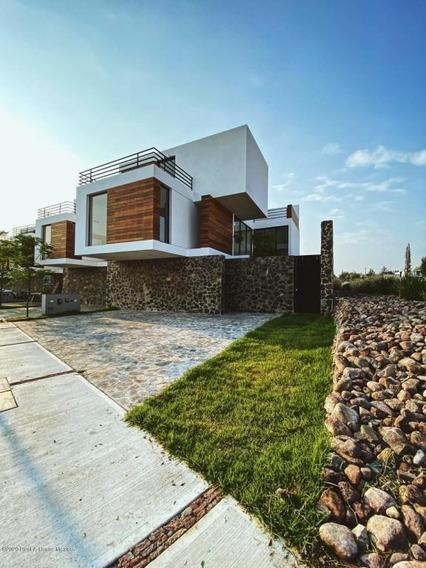 Casa En Venta En Canadas Del Arroyo, Corregidora, Rah-mx-20-2750