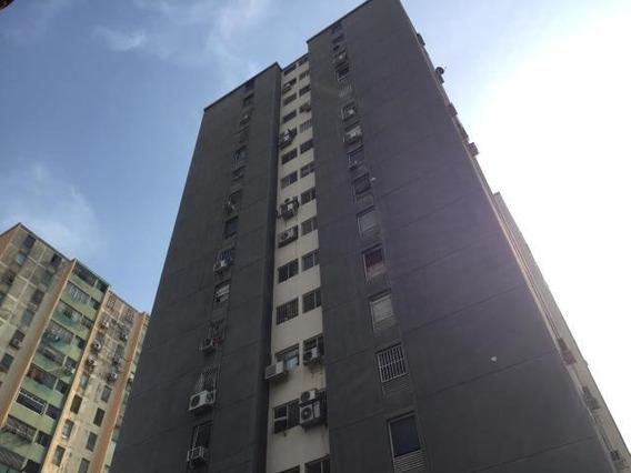 Apartamento En Venta Barquisimeto 20-18000 Este As