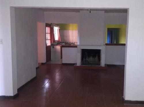 Casa De 7 Ambientes, 2 Baños, Garaje Y Patio