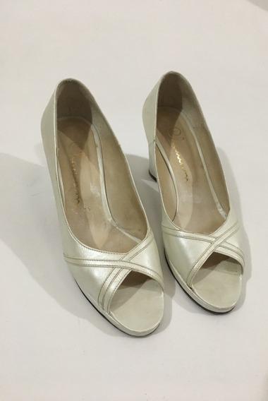 Zapatos Chaumont Cuero Marfil Con Taco 7cm