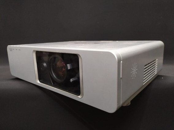 Projetor Panasonic Pt - F300 - 4.000 Lumens