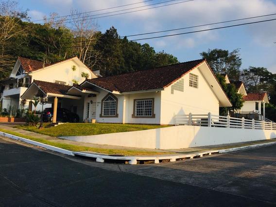 Alquiler De Casa En Brisas Del Golf #19-8818hel**