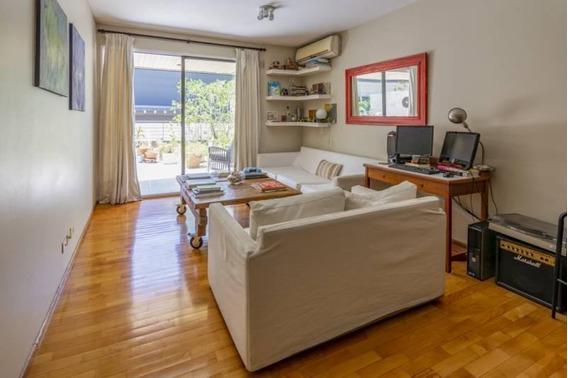 Excelente Ubicación, 2 Ambientes Con Cochera Y Balcón Terraza.