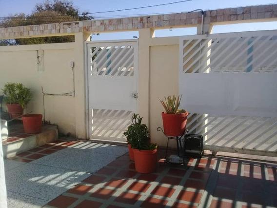 Casa En Venta En Maracaibo 20-15067