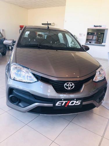 Imagen 1 de 11 de Toyota Etios X 4p Gris Plata Septiembre 2021