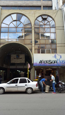 Local/oficinas Sobre Calle Rivadavia 1er Y 2do Piso 400 Mtr2