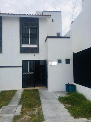Casa En Condominio En Venta En Villas De Bernalejo, Irapuato, Guanajuato