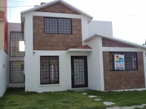 Venta De Casa En Colonia Lazaro Cardenas En Metepec