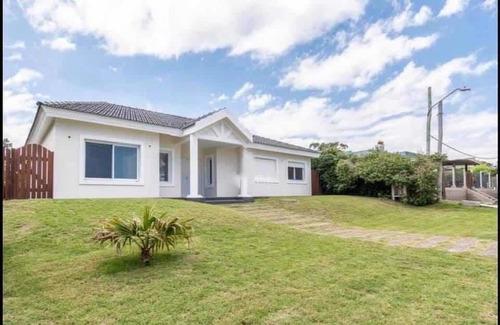 Hermosa Casa A Estrenar En Pinares - Punta Del Este